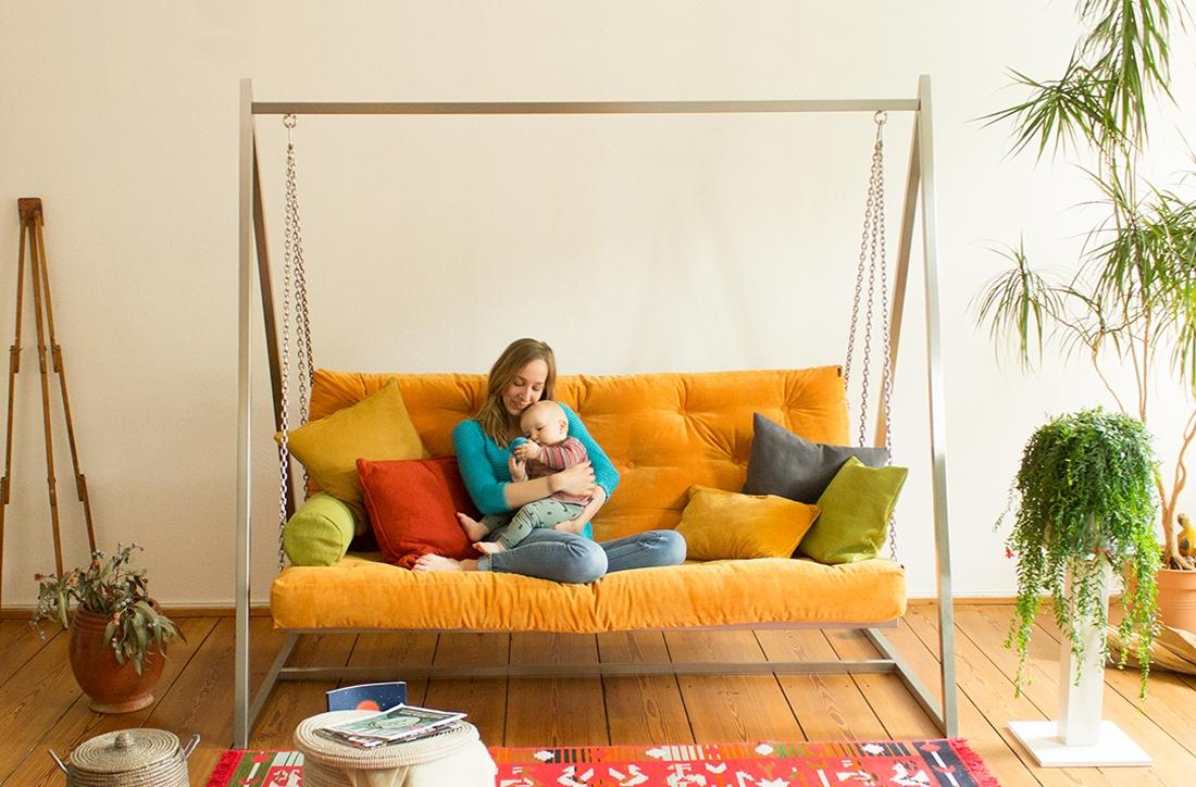 Schaukeln auf dem Swing Sofa | Schaukelsofa